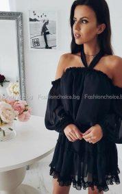 Кокетна дамска рокличка с интересно деколте