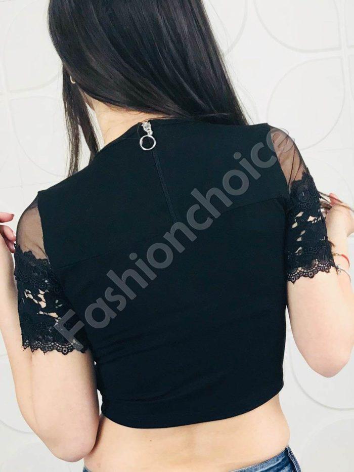 Къса дамска блузка с нежна дантела и тюл в черно
