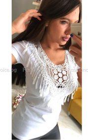 Секси дамска бяла блузка с пискюли