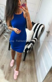 Сладка дамска рокля в кралско синьо
