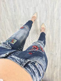 Актуални и модерни дамски дънки с кръпки и бродерии
