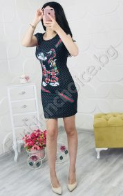 Къса дамска рокля за лятото с ефектна апликация