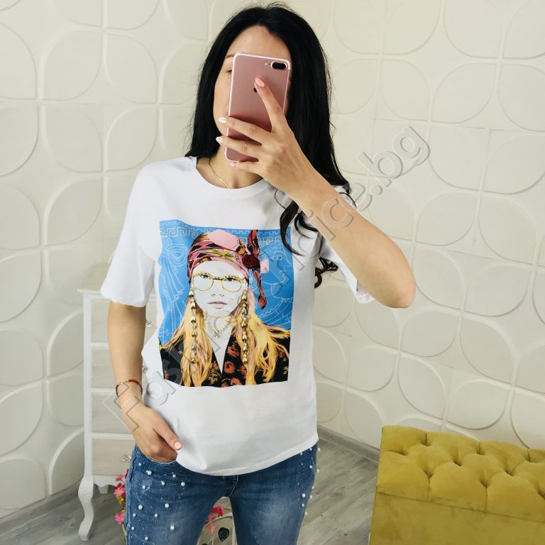 Ефектна дамска блузка с кокетна щампа