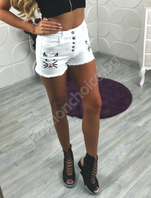 Къси дънкови панталонки в бяло и сладко коте