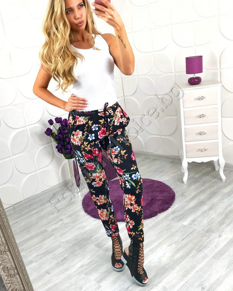 Модерен дамски панталон с пъстър флорален принт