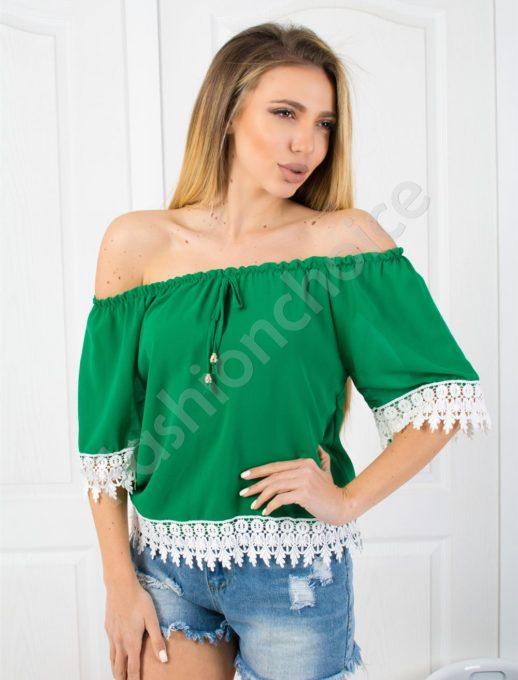 Красива дамска блузка с дантела в зелено-код 488