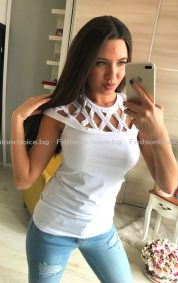 Сладка дамска блуза с ефектно деколте/пудра, бяло и черно/