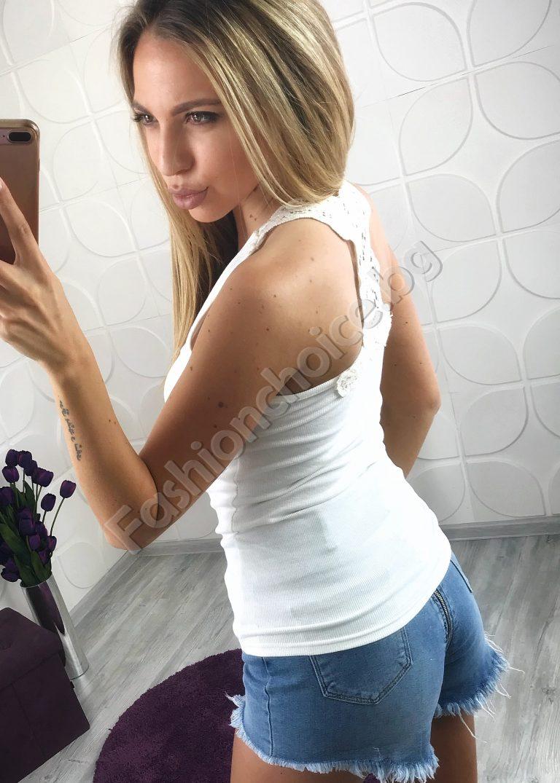 Практично дамско потниче с ефектна дантела на гърба