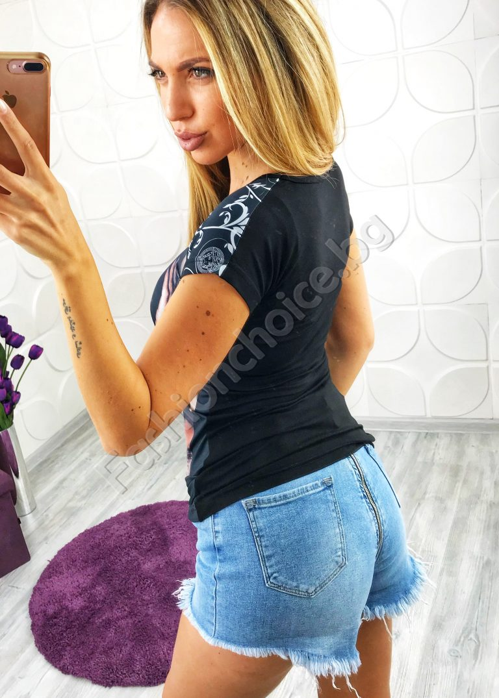 Ефектна дамска блуза с модерна щампа