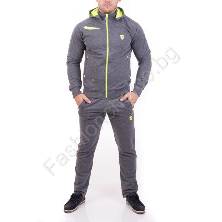 Комфортен модел мъжки комплект с качулка в сиво