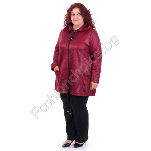 Комфортен дамски жакет в бордо с качулка и джобчета