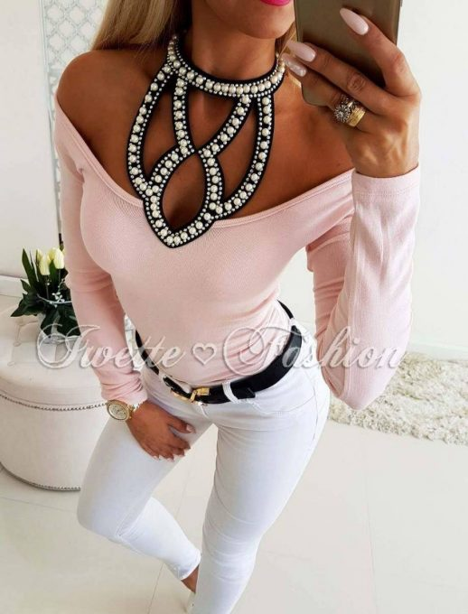 Дамска блуза в пудра с прекрасно деколте