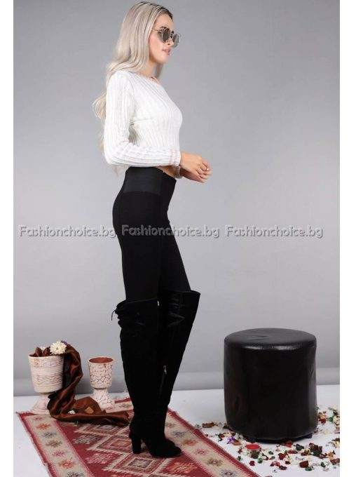 Кокетен дамски пуловер шпиц деколте в бяло