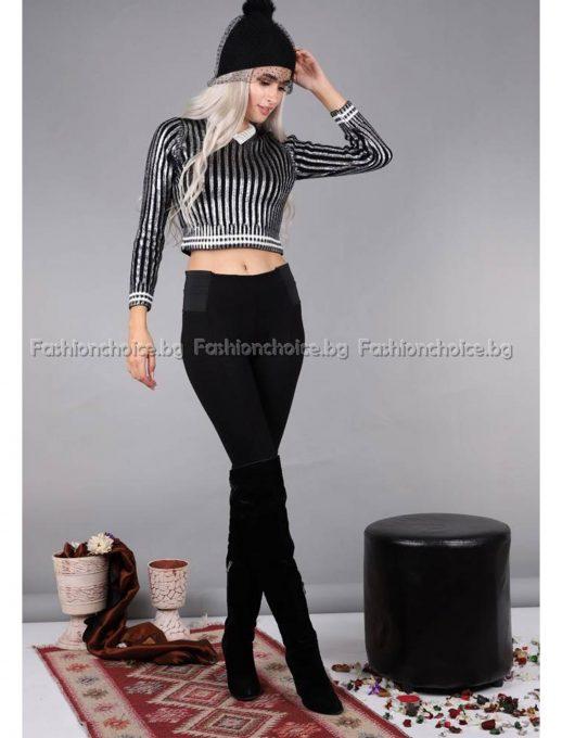 Късо модно пуловерче шпиц деколте в черно