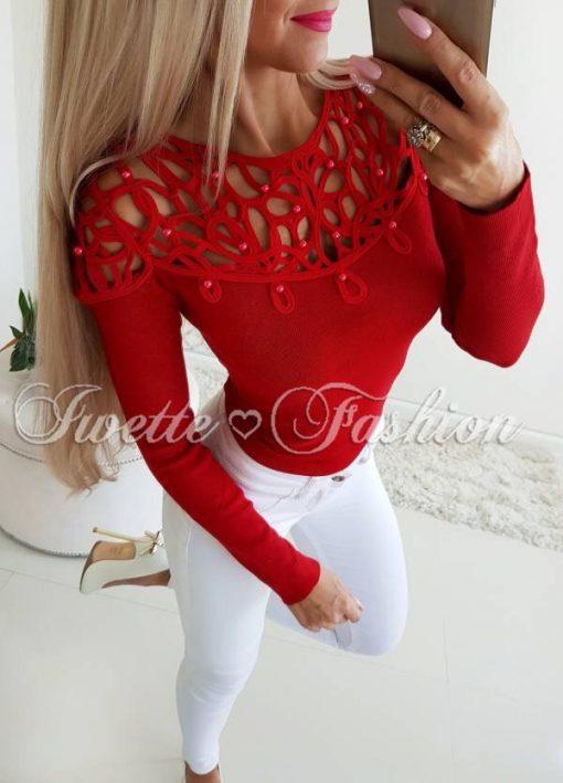 Кокетна дамска блуза с перлички в червено