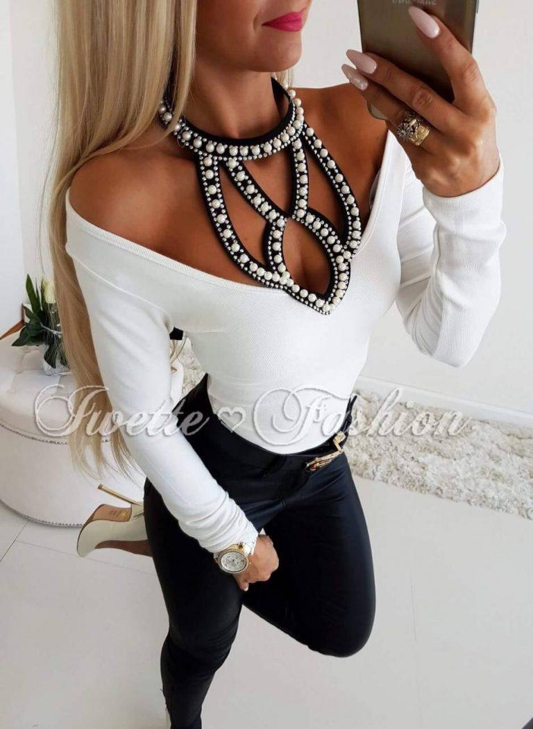 Дамска блуза в бяло с прекрасно деколте