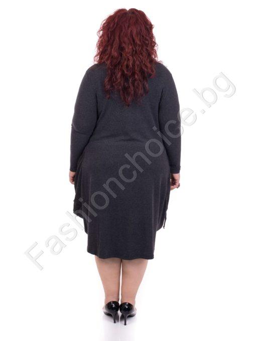 Закачлива макси рокля на каре с интересна кройка