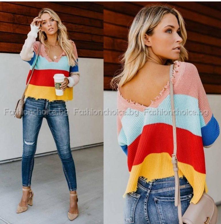Цветен дамски пуловер в модерно райе