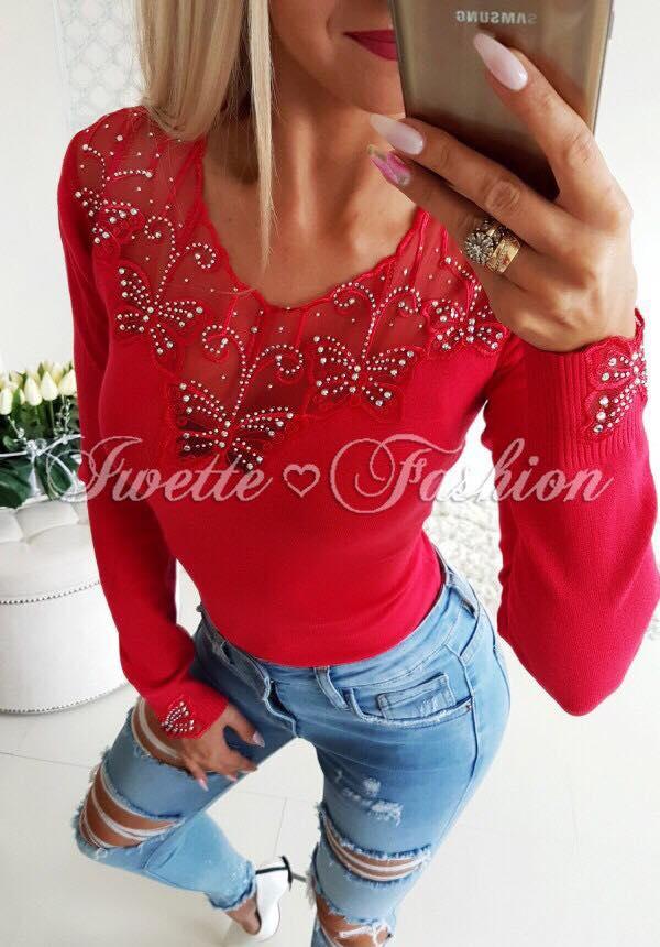Дамска блуза в червено с ефектни пеперуди и камъни