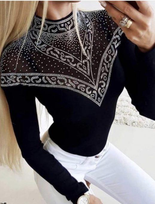 Сладка дамска блуза в черно с красиви камъчета