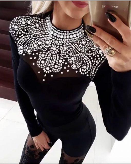 Красива дамска блуза в черно с изящно деколте