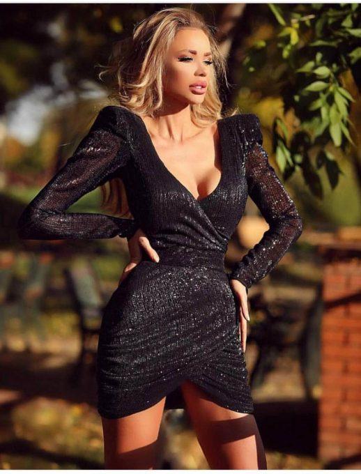 Къса парти рокля в черно с блестящи частици