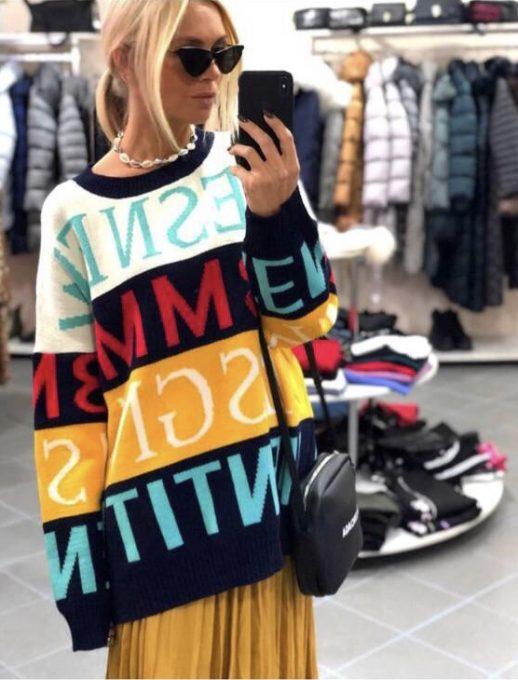 Топъл дамски пуловер със свободна кройка и цветен принт