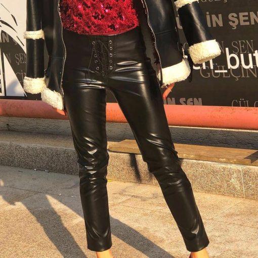 Дамски кожен панталон в черно с ефектни връзки