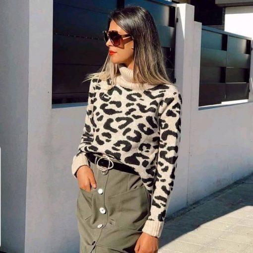 Дамски пуловер с актуална кройка в бежово