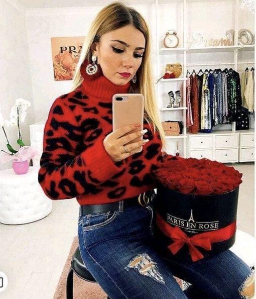 Дамски пуловер с актуална кройка в червено