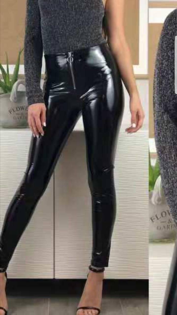Уникален дамски панталон с висока талия от черен лакУникален дамски панталон с висока талия от черен лак