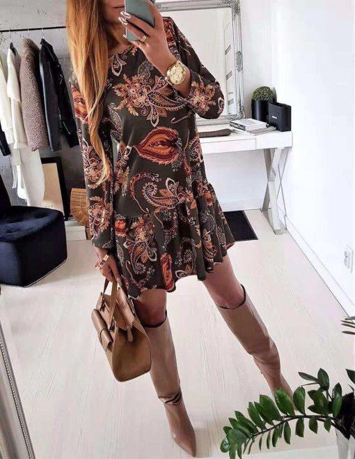 Красива дамска рокля в привлекателен десен