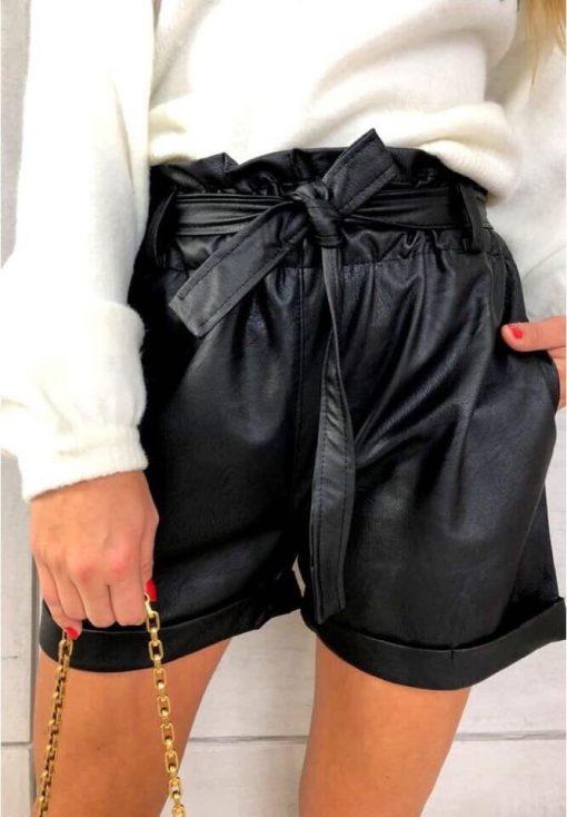 Къси кожени панталони в черно с висока талия и колан