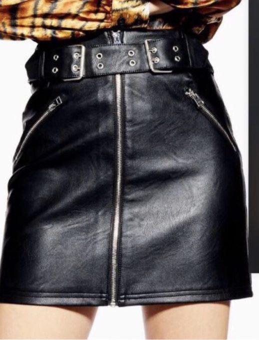 Модерна кожена пола с ципове и колан