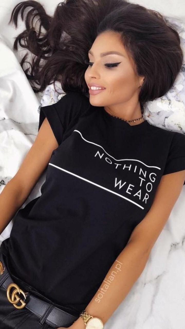 Черна дамска блузка с надпис в предната част NOTHING TO WEAR
