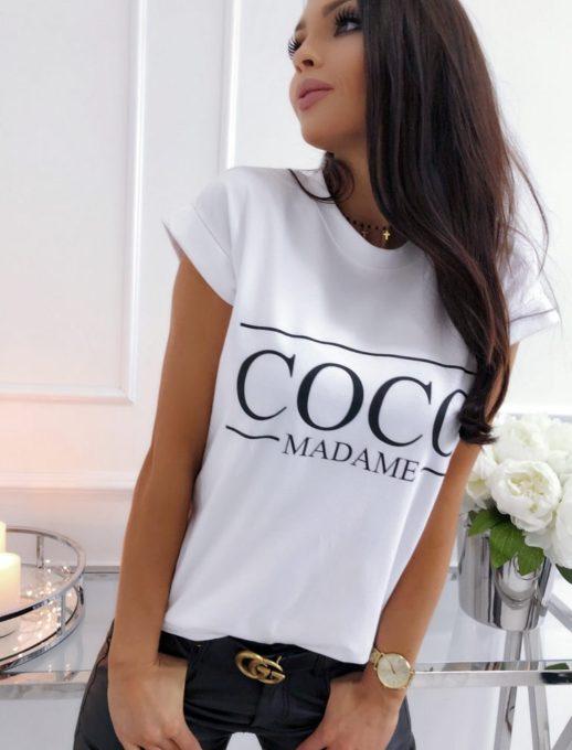 Сладка дамска блузка в бял цвят с надпис COCO madame