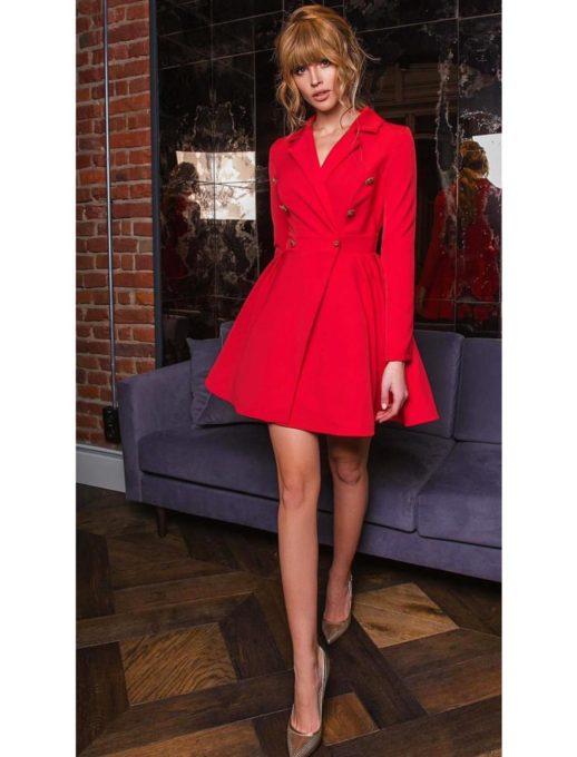 Разкроена рокля в червен цвят с ефектни златисти копчета