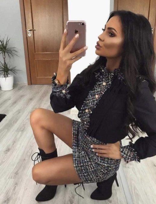 Красив дамски комплект от черна блуза и пола на пепит