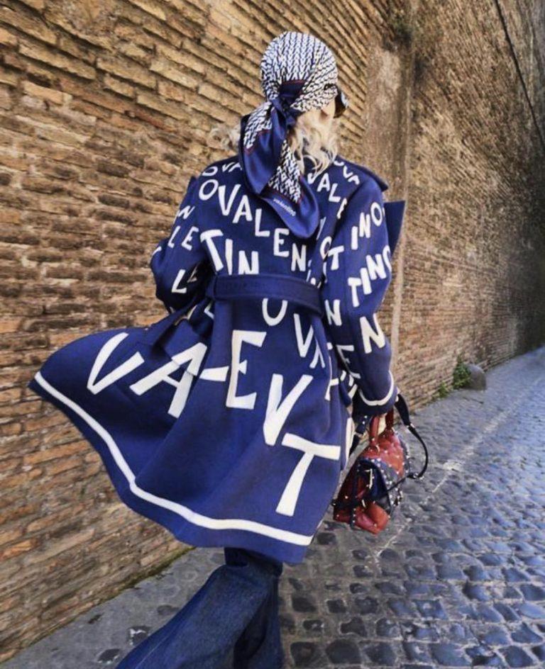 Дамско пролетно манто с модерен дизайн в синьо