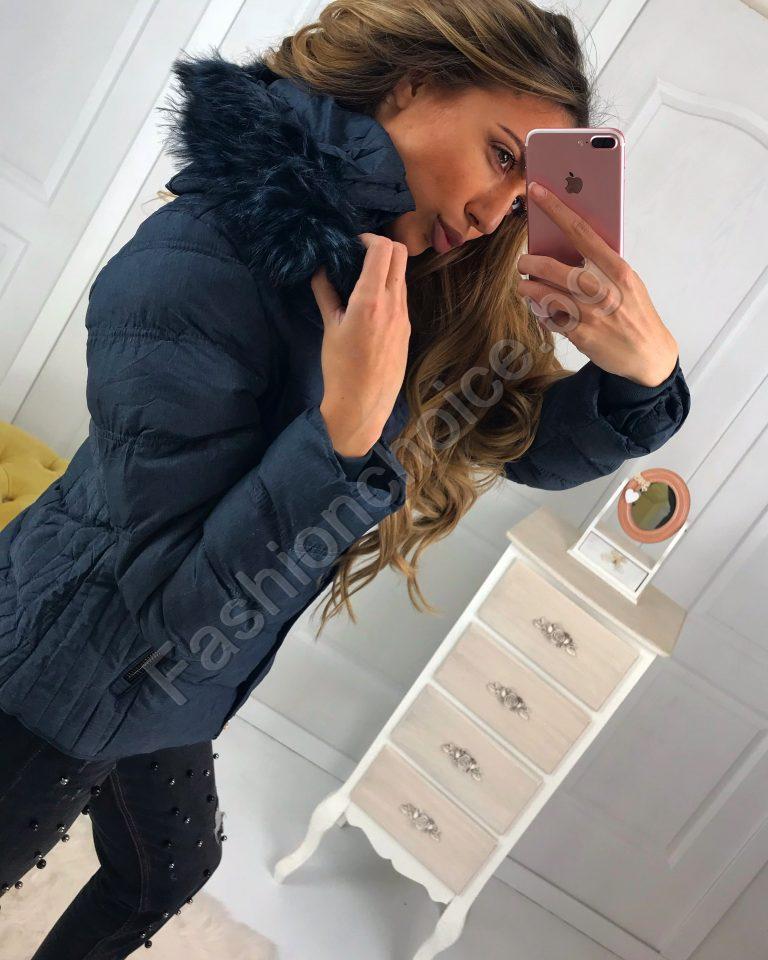 Топло дамско зимно яке с разкошна качулка от еко косъм в синьо
