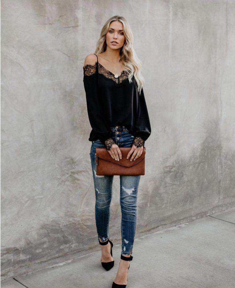 Ефирна блуза в черно с деколте от дантела и тънки презрамки