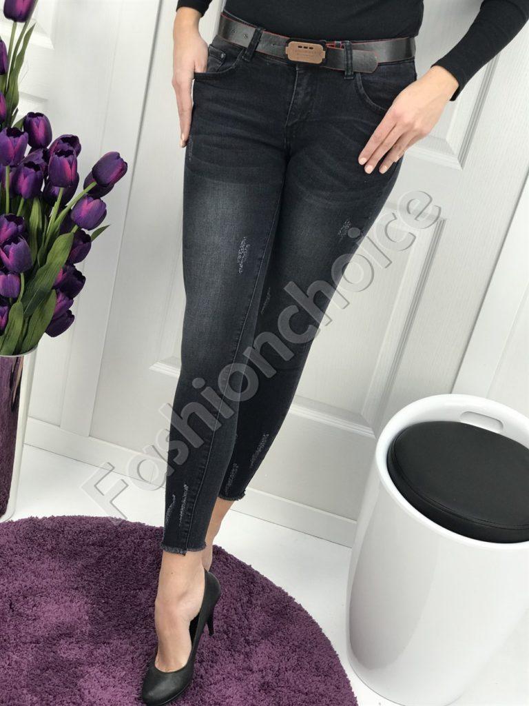 Кокетни дамски дънки с колан в черно