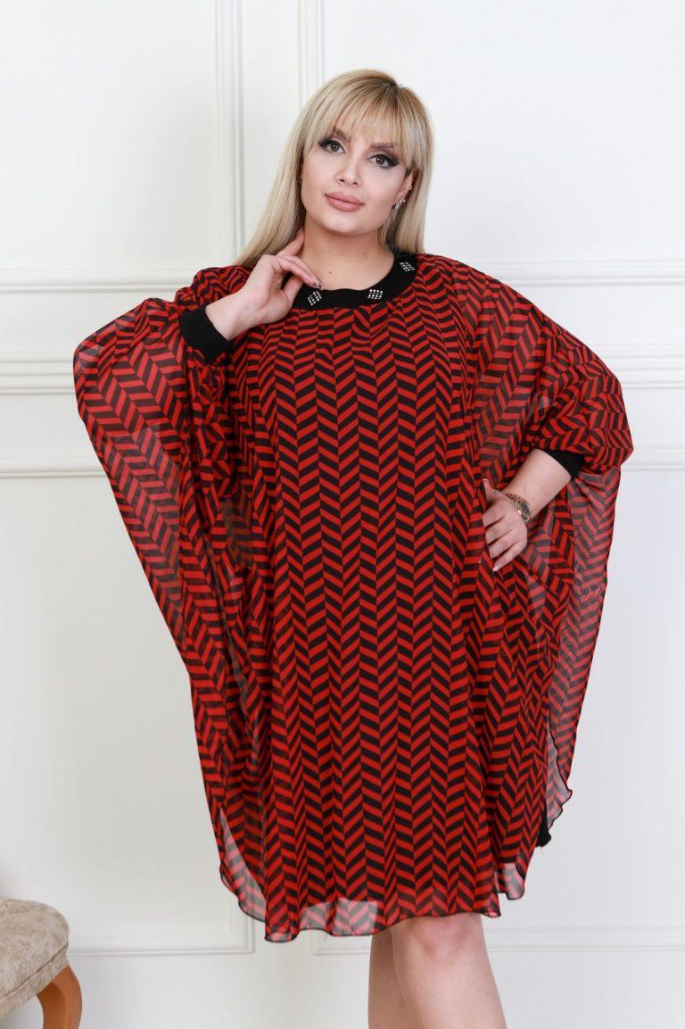 Макси рокля тип пончо в приятен стилен десен с нежни камъчета