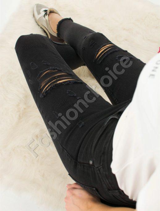 Дамски дънки в черно с надран ефект код 730-0004