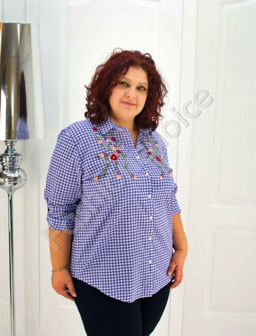 Макси риза в нежно синьо каре с бродирани цветя- код 704-7