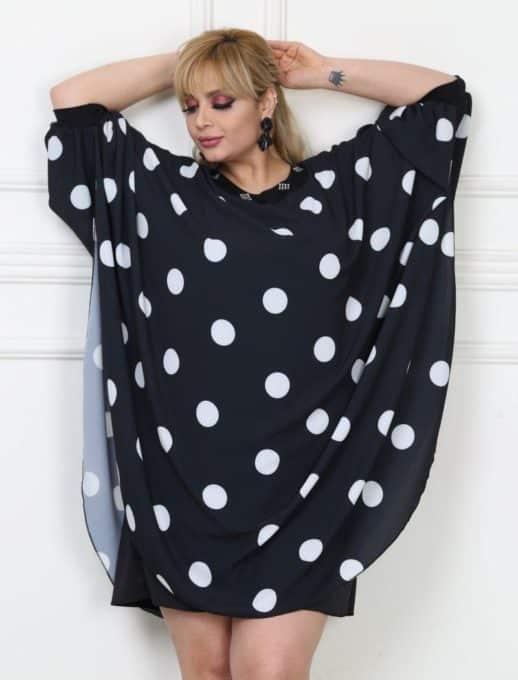 Стилна макси рокля тип пончо в черно на бели точки