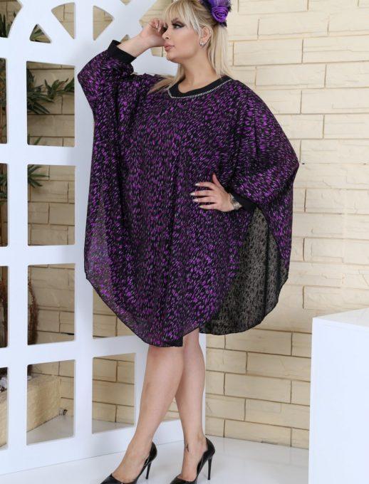 Макси рокля тип пончо в елегантен лилав десен с нежни камъчета