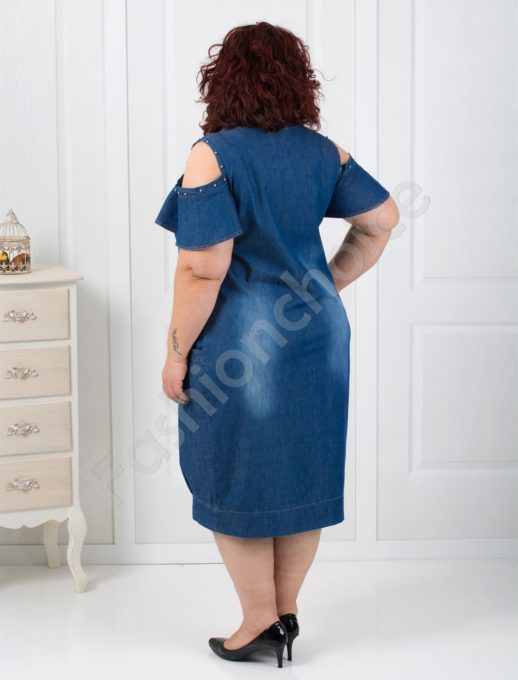 Красива дънкова рокля с голи рамена и перлички-код 021-184