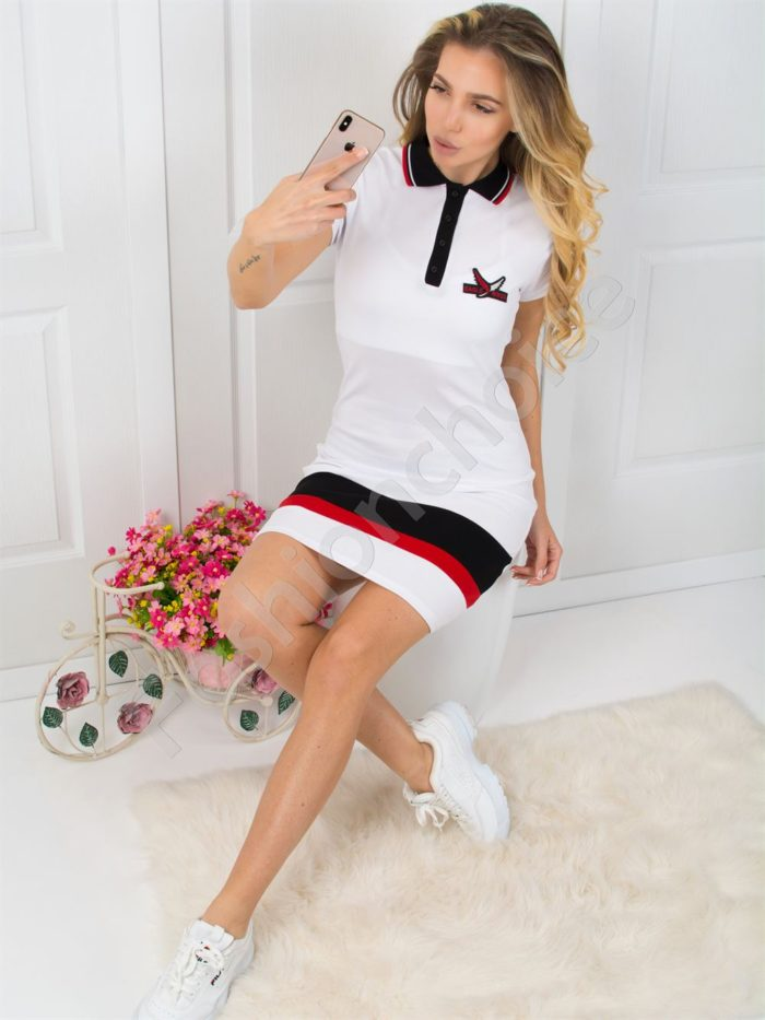 Спортна рокля в бяло с къс ръкав и якичка Код 800-3