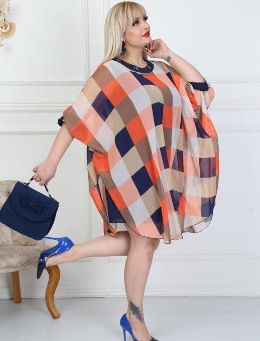 Елегантна макси рокля в красив десен на каре с камъчета код 740-12